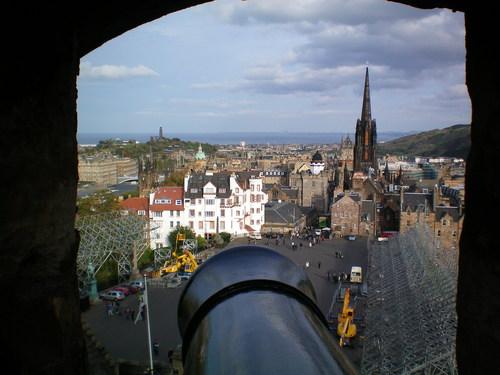 Гледка от Единбъра Касъл към Стария град