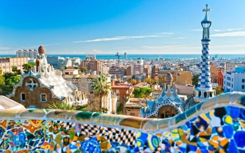 Стилните и сюрреалистични сгради на  каталунския архитект Гауди подхождат идеално на Барселона