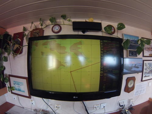 Бордови навигационен монитор на кораба HESPERIDES, показващ курса на кораба към нос Хорн и завоя на изток към канала Бийгъл и гр. Ушуая