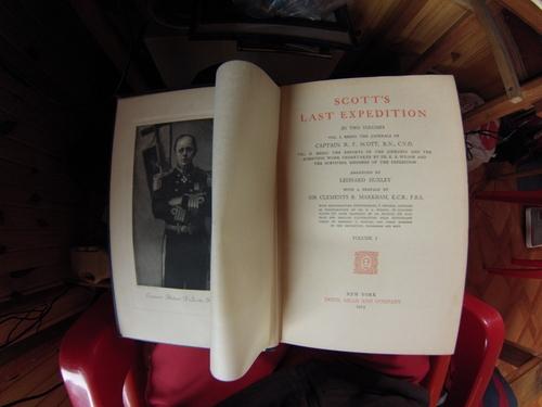 """Снимка на стогодишното издание """"Последната експедиция на Скот"""", Ню Йорк, 1913 г., съдържаща дневниците на всички членове на трагично завършилото приключение."""