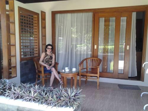 Сутрешно кафе на терасата в хотела