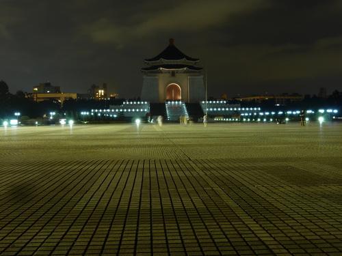 Тайпе, мемориалът на Чан Кай Шек нощем