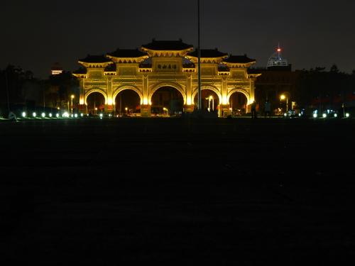 Тайпе, Арка пред мемориала на Чан Кай Шек