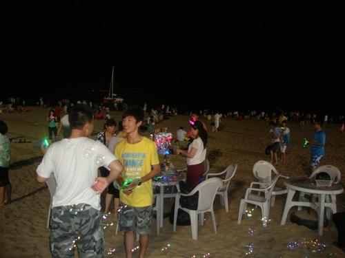 Плажът е развлечение само нощем