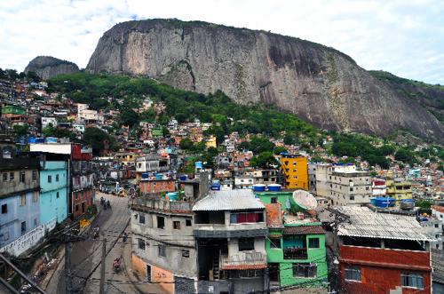 Рочиня – един от най-многолюдните и колоритни квартали на Рио