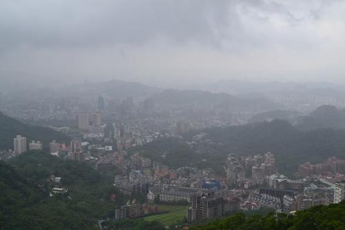 Тайпе, гондолата за Маоконг. Изглед към краен квартал на Тайпе.