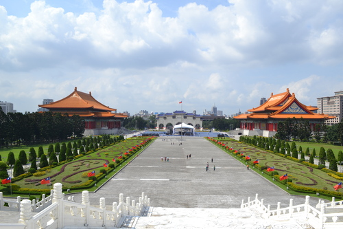 Тайпе, мемориал Чан Кай Шек, Националният театър и Концертната зала