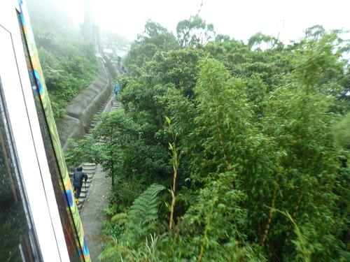 Тайпе, гондолата за Маоконг. Пътят може да бъде извървян и пеша по безброй стъпала.