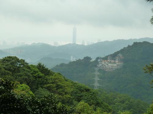 Тайпе, гондолата за Маоконг. Изглед от гондолата към Тайпе 101.