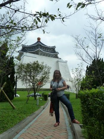 Тайпе, пред мемориала на Чан Кай Шек