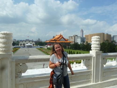 Тайпе, на терасата на мемориала на Чан Кай Шек