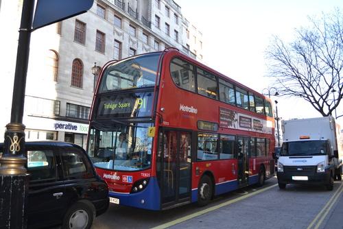 Лондон, двуетажен автобус от градския транспорт