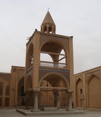 Под камбанарията са разположени древни арменски надгробни плочи.