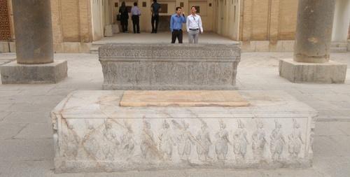 Арменските воини са изобразени на древния саркофаг.