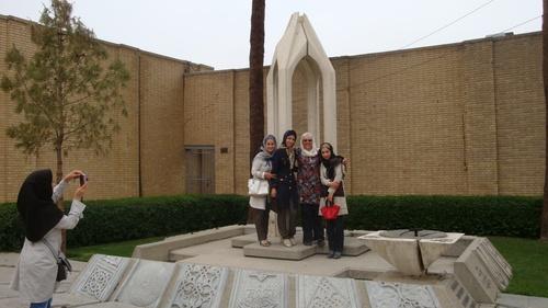 Пред мемориала на арменския геноцид  от 1915г.