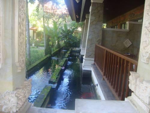 езерцето пред Кралското бунгало