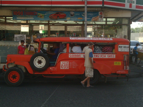 джипни - вид типично филипинска маршрутка без прозорци