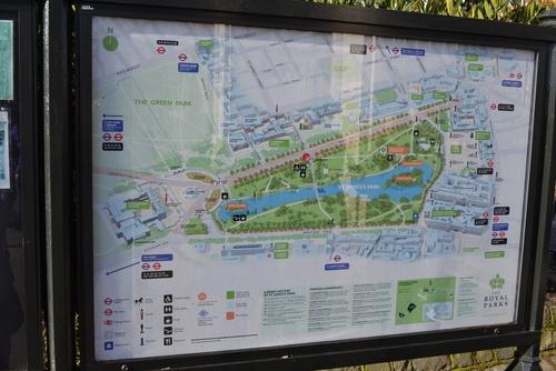 Лондон, парка Сейт Джеймс, в левия край на картата е Бъкингамският дворец, в десния край- Horse guards parade, Даунинг стрийт.