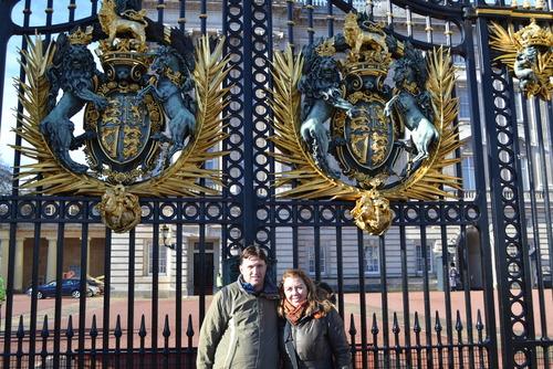 Лондон, Бъкингамският дворец, Чакаме нещо да стане...