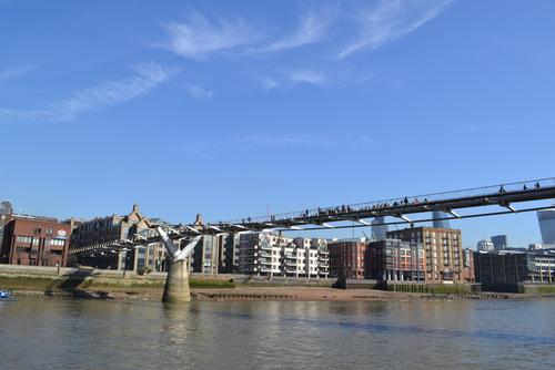 Лондон, пешеходният мост водещ към Св. Павел