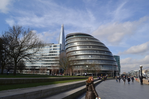 Лондон, по крайречната алея, Кметството
