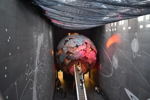 Лондон, в Природонаучният музей, Влизаме в Земята!