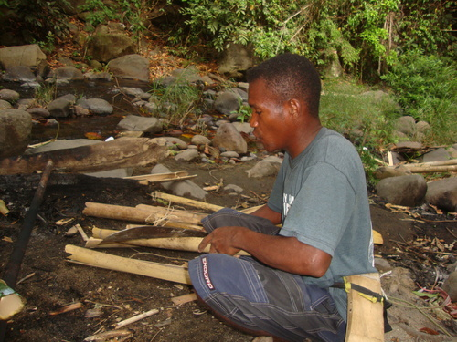 Филипини, Симсон цепи сух бамбук за огъня