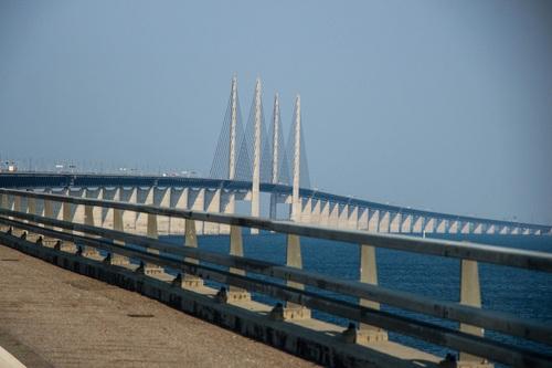 мостът, свързващ Швеция и Дания