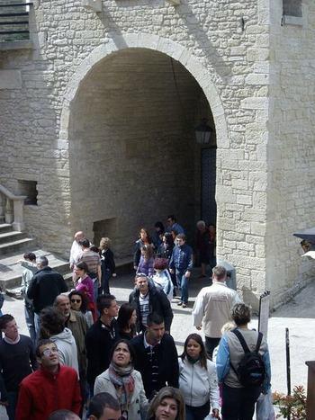 Сан Марино. Входа към крепостта