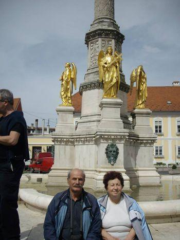 Загреб. Ние пред фонтана на ангелите.