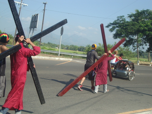 странното шествие