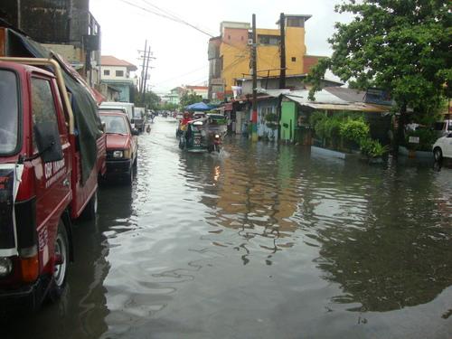 наводнени улици в Олонгапо