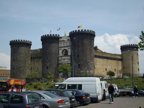 Неапол, Анжуйската крепост