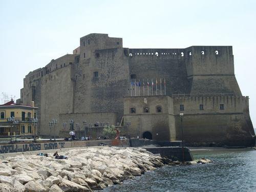 Неапол, Замъкът на Яйцето