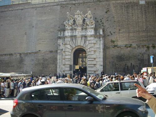 Опашката пред Ватиканския музей