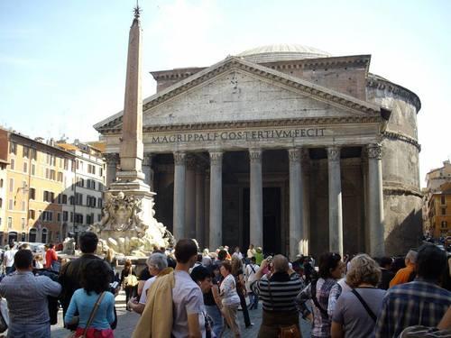 площадът пред Пантеона