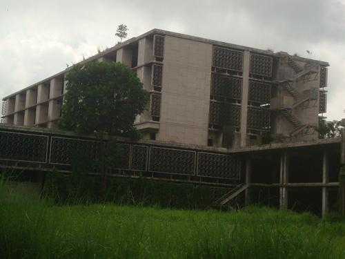 Филипините, призрачната болница край Ангелес - американска военна болница, отдавна напусната и изоставена