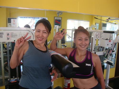Мел /вляво/ и Кими - приятелки от фитнеса