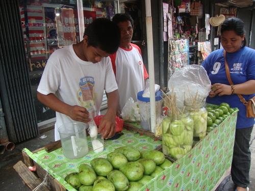 зелено манго на клечка
