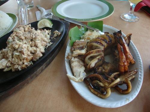 сисиг пиле и марски дарове на грил