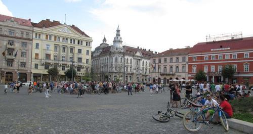 Един от площадите на град Клуж Напока в Северо-Западна Румъния