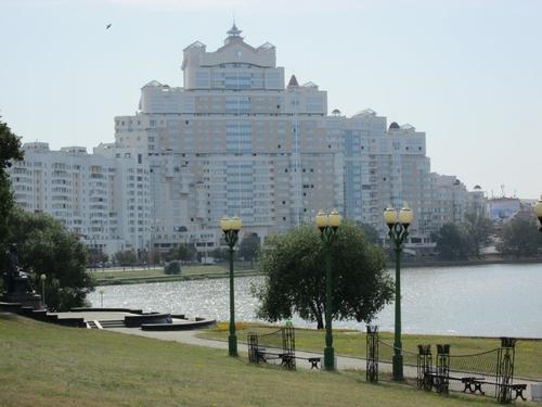 Крайбрежна алея на река Свислоч в Минск