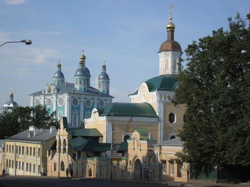 Поглед към манастирския комплекс в Смоленск