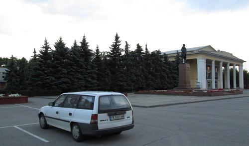 Автомобилът на автора в центъра на Сызран
