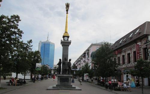 Поглед към пешеходната зона в централната част на Челябинск
