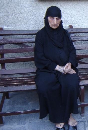 сирийска монахиня се моли за нас грешниците