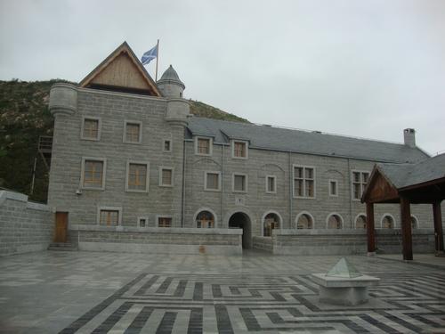 фасадата с шотландското знаме на кулата