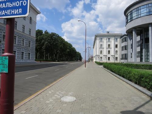 Една снимка от разходката ни из улиците, в които се помещават редица министерства