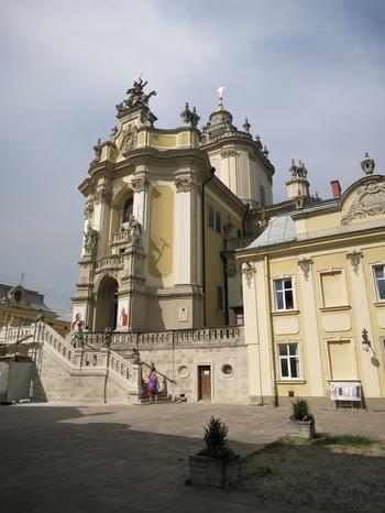 Църквата Св. Георги (в града има редици красиви църкви и катедрали)