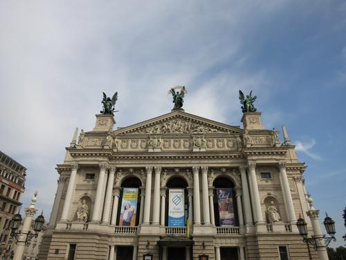 сградата на Националната опера и театър